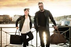 Homem completo da barba com mulher bonita fotos de stock royalty free