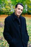 Homem considerável ao ar livre no parque do outono Fotografia de Stock
