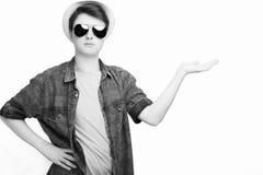 Homem considerável com óculos de sol e chapéu imagem de stock