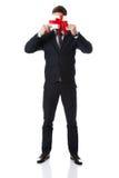 Homem considerável com caixa de presente dos Valentim Fotos de Stock