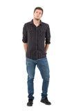 Homem considerável com rolado acima das luvas com mãos em uns bolsos traseiros imagem de stock