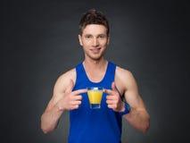 Homem considerável com suco de laranja Imagens de Stock Royalty Free