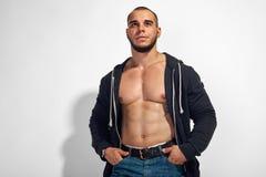Homem considerável muscular novo fotos de stock