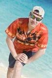 Homem considerável na praia fotos de stock