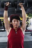 Homem considerável no Sportswear no Gym foto de stock royalty free