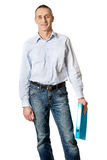 Homem considerável que guarda a pasta azul Fotos de Stock