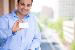 Homem considerável que guardara o cartão Fotografia de Stock Royalty Free
