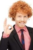 Homem considerável que mostra o sinal aprovado Fotografia de Stock Royalty Free