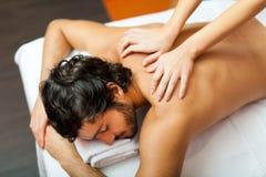 Homem considerável que tem uma massagem Foto de Stock Royalty Free