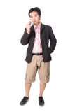 Homem considerável asiático com as chaves de seu carro novo, isoladas no whi Fotos de Stock Royalty Free