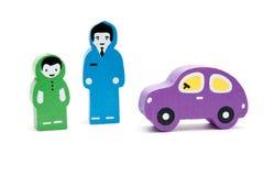 Homem, criança e carro. Brinquedos de madeira Fotografia de Stock Royalty Free