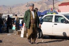 Homem curdo que anda em um Souq em Iraque Fotografia de Stock