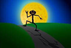 Homem da abóbora de Dia das Bruxas que anda no luar ilustração royalty free