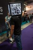 Homem da cabeça do código de Qr na semana 2013 dos jogos em Milão, Itália Foto de Stock