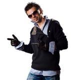 Homem da forma em óculos de sol e em camisola da camisa Imagem de Stock Royalty Free