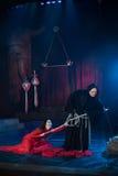 Homem da monge e beleza fêmea em um vestido vermelho Fotos de Stock Royalty Free