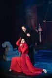 Homem da monge e beleza fêmea em um vestido vermelho Foto de Stock Royalty Free