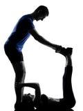 Homem da mulher dos pares que exercita o exercício Fotos de Stock Royalty Free