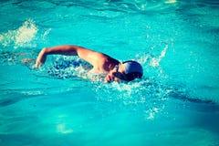 Homem da natação foto de stock royalty free