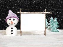 Homem da neve com sinal Imagem de Stock