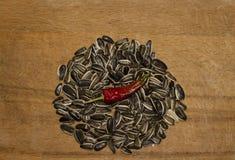 Homem da saúde do pimento das sementes de girassol foto de stock royalty free