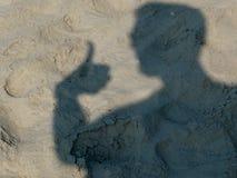 Homem da sombra com polegares acima Imagens de Stock