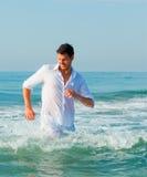 Homem das férias das férias de verão imagem de stock royalty free