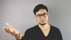 Homem de Asain com fundo cinzento Imagens de Stock Royalty Free