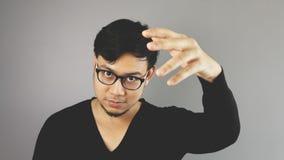Homem de Asain com fundo cinzento Fotos de Stock Royalty Free