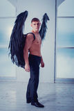 Homem de Cthe com asas do anjo Fotos de Stock