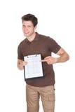 Homem de entrega com prancheta e caixas Imagem de Stock