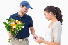 Homem de entrega feliz da flor com cliente Fotos de Stock Royalty Free