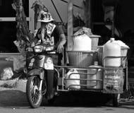 Homem de entrega tailandês do gelo Fotos de Stock