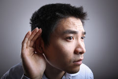 Homem de escuta imagens de stock royalty free