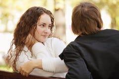 Homem de escuta da mulher Imagem de Stock Royalty Free
