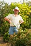 Homem de funcionamento com pruner do jardim Foto de Stock Royalty Free