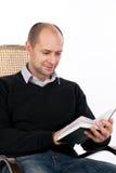 Homem de leitura Imagem de Stock