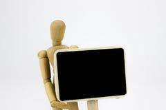 Homem de madeira que guarda um sinal Foto de Stock