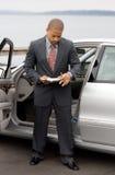 Homem de negócio étnico com prancheta e pena Fotografia de Stock Royalty Free