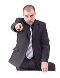 Homem de negócio adulto que aponta a alguém Imagem de Stock