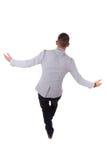 Homem de negócio afro-americano novo que anda em uma linha - pe preto fotografia de stock royalty free
