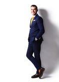 Homem de negócio alegre de sorriso feliz novo Imagens de Stock Royalty Free
