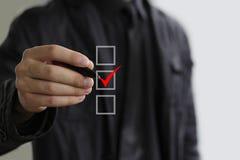 Homem de negócio com a caixa de verificação vermelha Foto de Stock