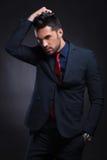 Homem de negócio com mão no bolso e no cabelo Fotografia de Stock Royalty Free