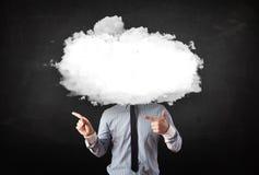 Homem de negócio com a nuvem branca em seu conceito principal Imagem de Stock