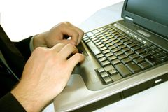 Homem de negócio com portátil 33 imagem de stock