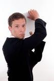 Homem de negócio com um dobrador de arquivo atrás de sua garganta Imagens de Stock