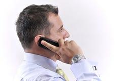 Homem de negócio com um telefone móvel Fotografia de Stock Royalty Free