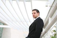 Homem de negócio considerável no escritório Imagens de Stock