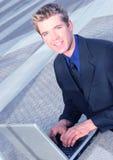 Homem de negócio e seu portátil foto de stock royalty free